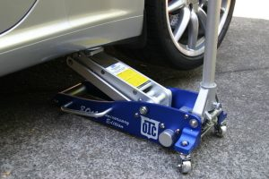 Automotive Floor Jacks – Is Up To You Really Ready For Doing Things?